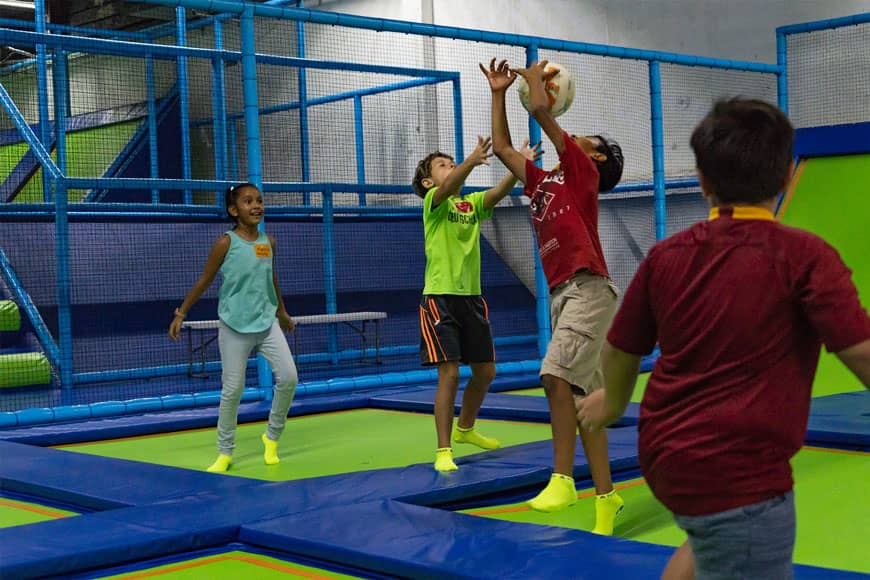 Divertido Día Familiar en el Parque de Trampolines Jumping & Flying en Playa del Carmen 2